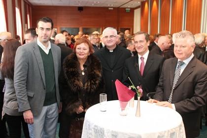 biskup-uzinic-na-bozicnom-domjenku-posebno-zahvalio-mladima
