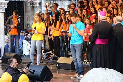 na-prepunom-stradunu-u-dubrovniku-otvoren-9-susret-hrvatske-katolicke-mladezi
