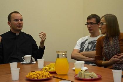 kava-s-duhovnikom-kada-stitimo-privatnost-sto-stitimo
