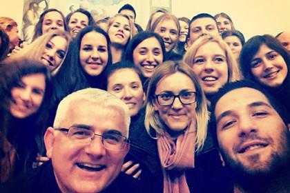 selfie-mladih-i-biskupa-mate-na-trecoj-obljetnici-redenja