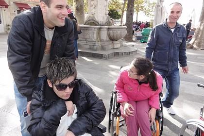 mladi-volonteri-pomazu-osobama-s-invaliditetom