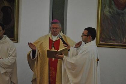 nadbiskup-hocevar-s-mladima-na-lapadu
