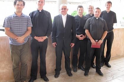 odgovorili-na-bozji-poziv-redenici-za-svecenike-kod-biskupa-uzinica