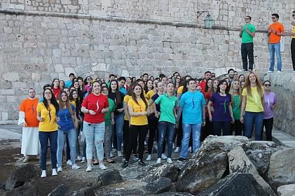 mladi-dubrovnika-radosno-iscekuju-mlade-iz-hrvatske-i-svijeta-i-u-sluzbenom-spotu-himne-susreta-mladih-na-slobodu-pozvani