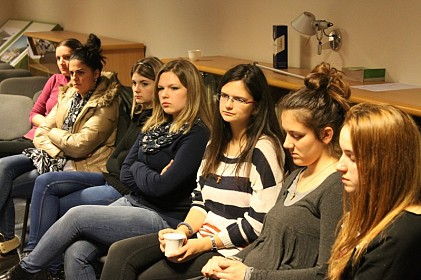 biskup-s-mladima-na-kavi-ljubav-je-izvanredna-snaga