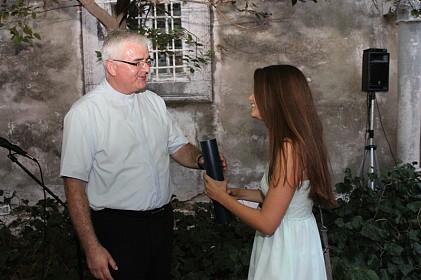 biskup-uzinic-klasicarima-maturantima-podijelio-svjedodzbe-tijekom-i-nakon-studija-ne-zaboravite-grad