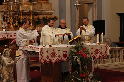 misa-za-mlade-vjera-znaci-prihvatiti-zahvaliti-i-moliti-se
