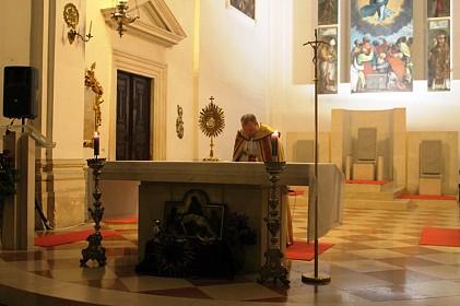 pocela-korizmena-duhovna-obnova-u-katedrali-isus-grijehe-zapisuje-na-pijesku